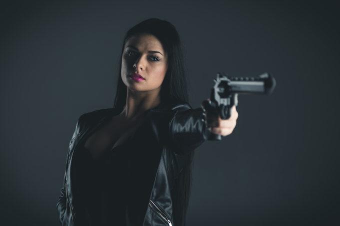 Portree pesus ja nahktagiga ning relvaga
