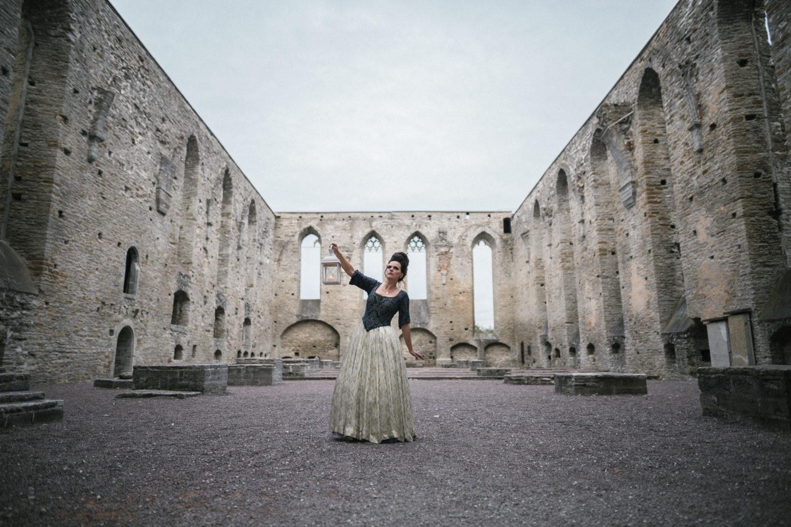 Fotolavastuse fotosessioon Pirita kloostris