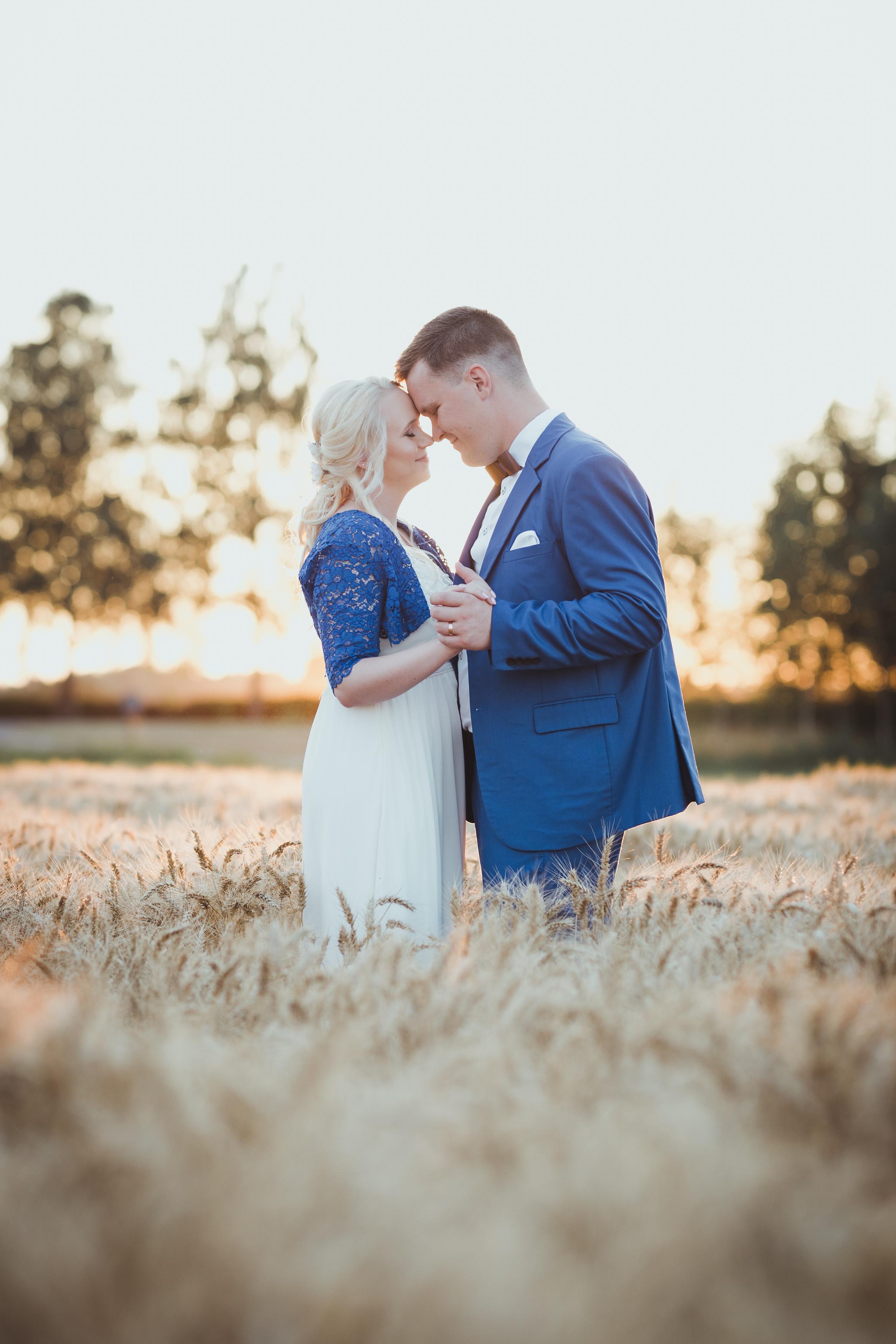 Suvised pulmad vilja sees Viljandimaal