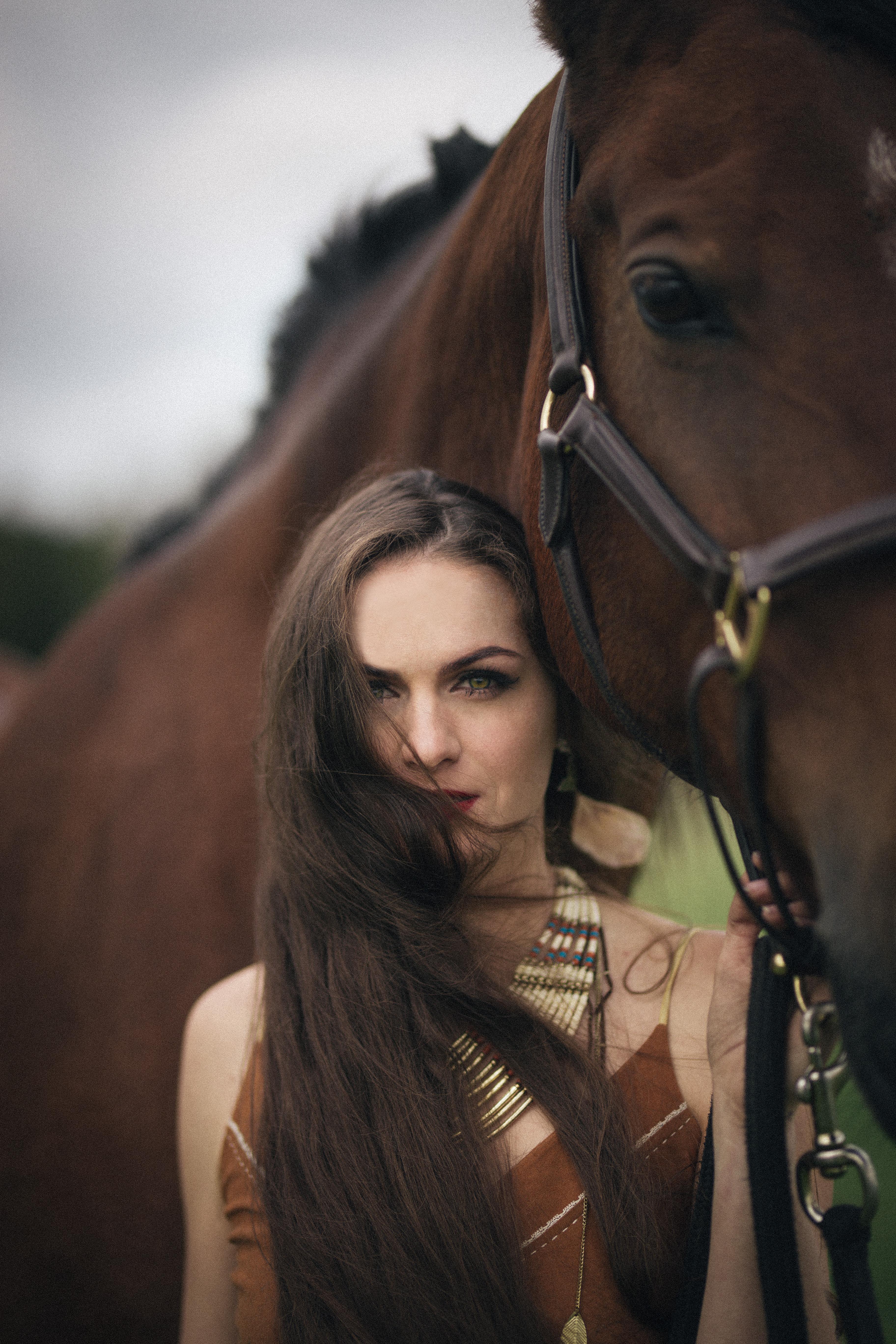 naise portree fotosessioon loomaga