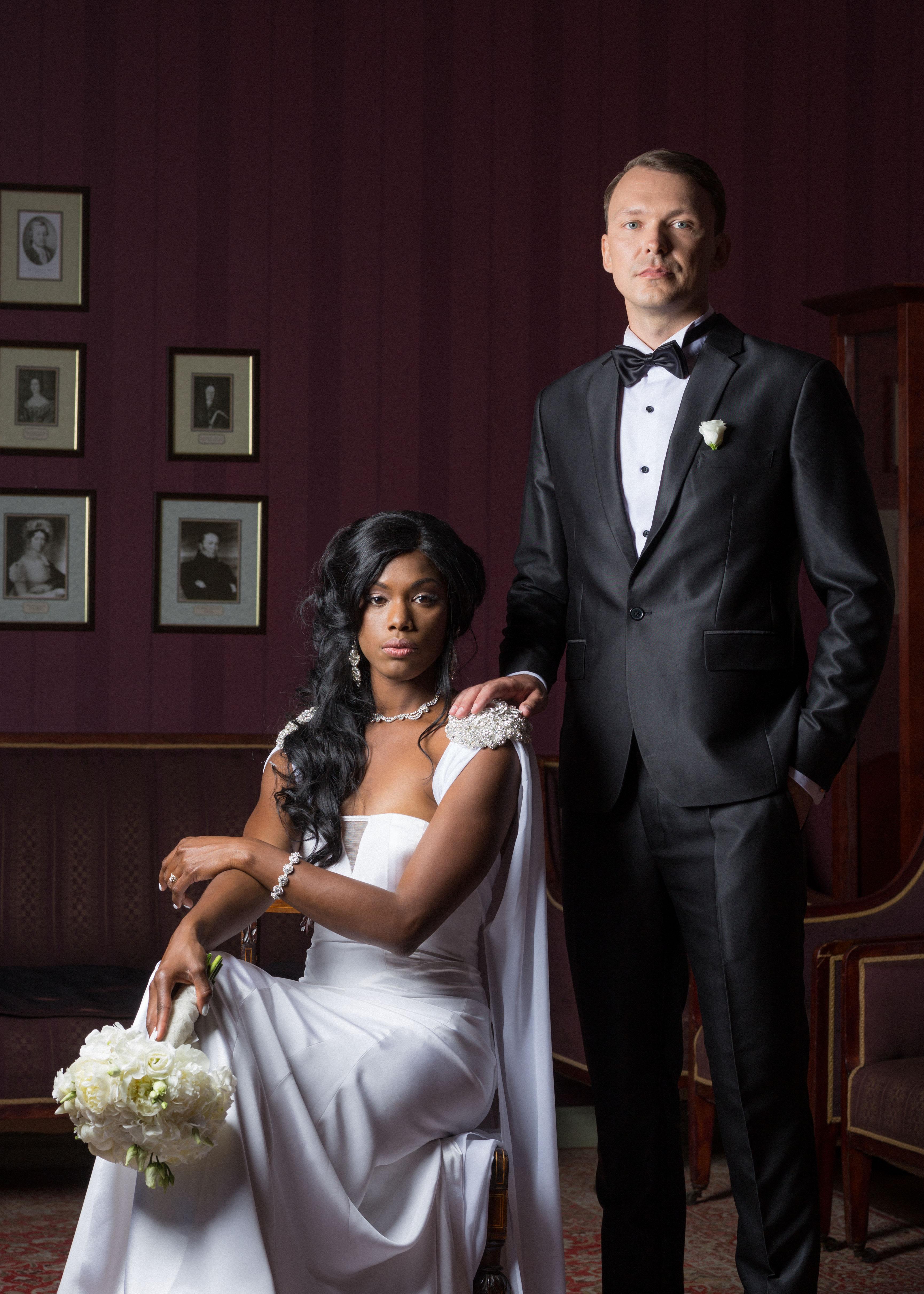 pulmafotograaf jäädvustamas pulma