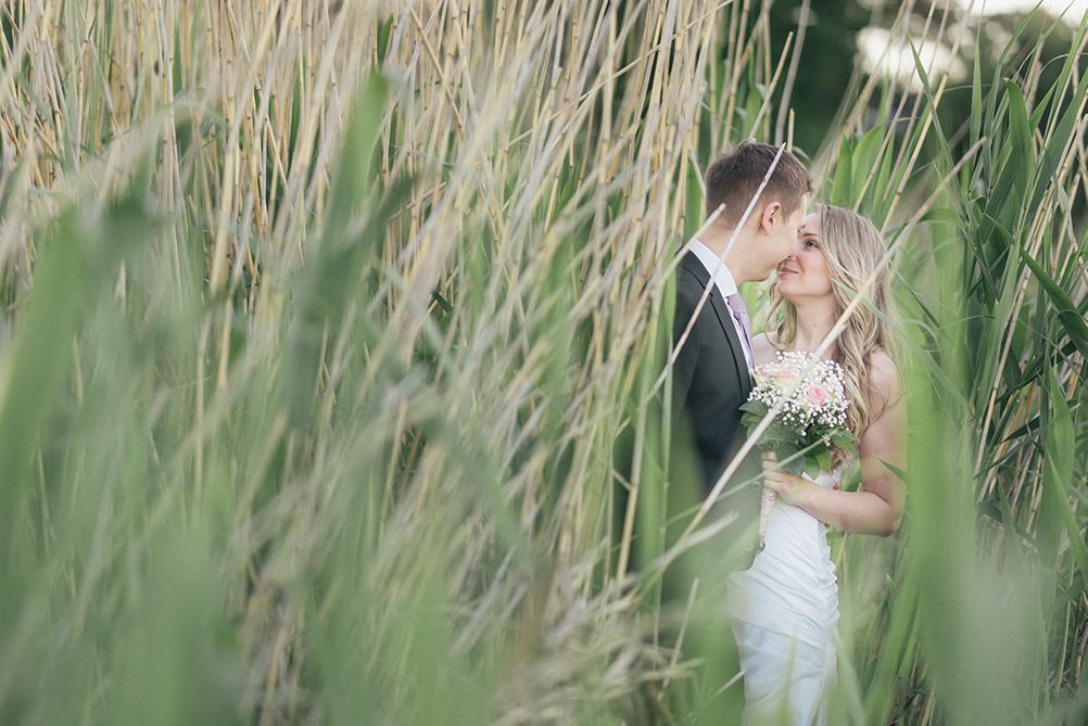 Pruutpaar kallistamas Lohusalu roostikus