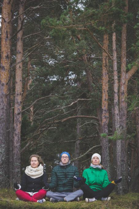 Sõbrapildid looduses metsas