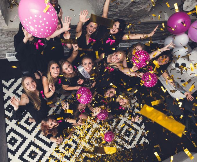 Tüdrukuteõhtu grupipilt Fahle majas Tallinnas