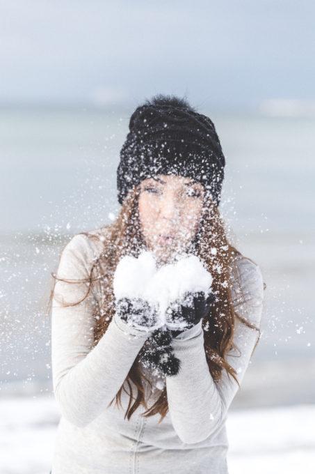 Lumega mängiv neiu