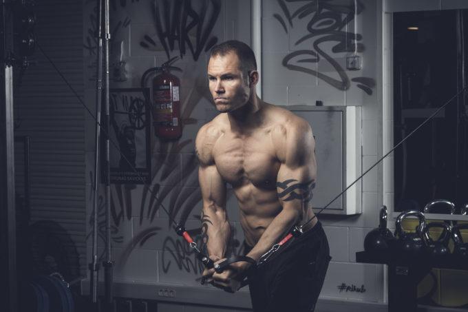 Meeste sportlik portreefoto