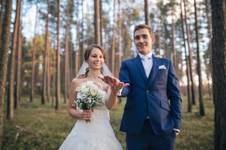Pruutpaari pulmafotosessioon fotograafiga