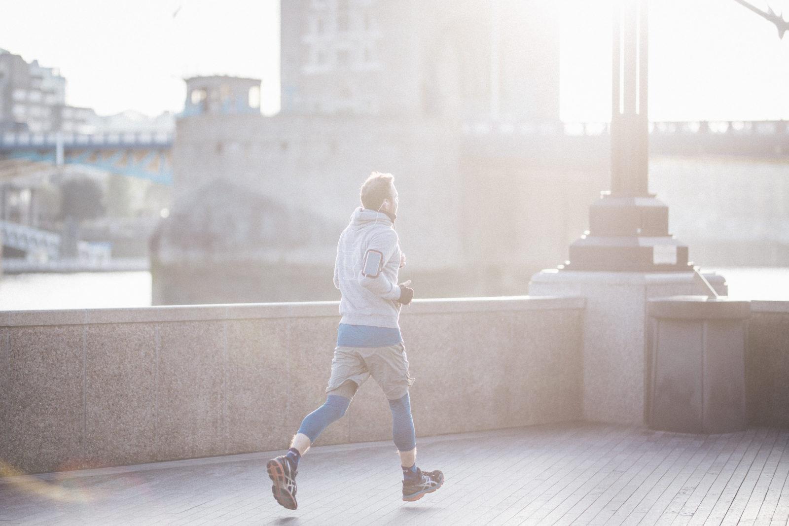 Jooksja hommikuses Londonis