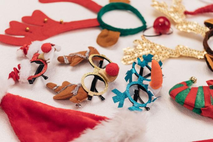Päkapikumütsid, põhjapõdra sarved, jõuluriided