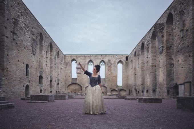 Portree fotosessioon fotograafiga Pirita kloostri varemetes
