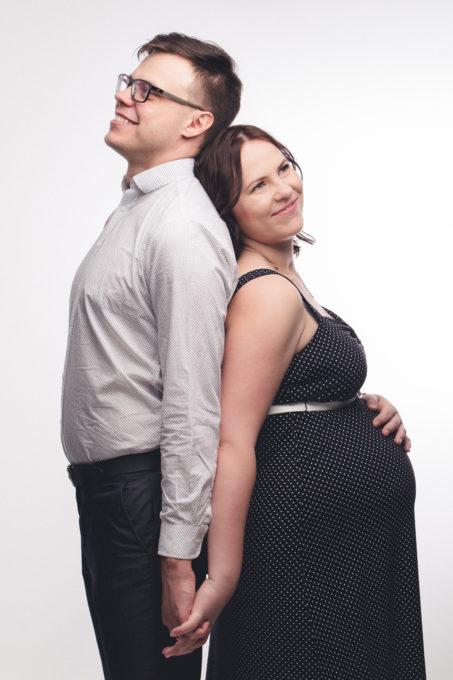 Mees ja naine fotostuudios