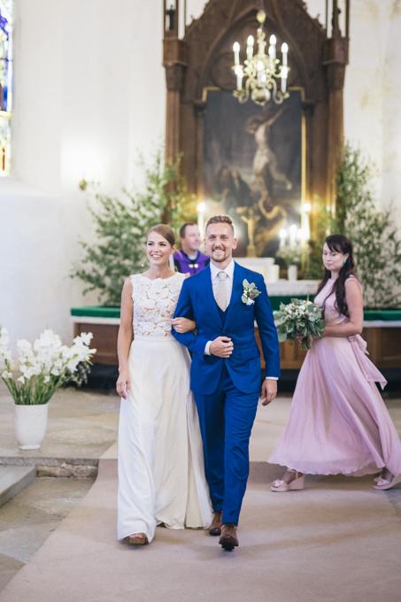 Laulatuse pildistamine kirikus